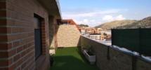 una terraza en forma de L con un capricho de vistas