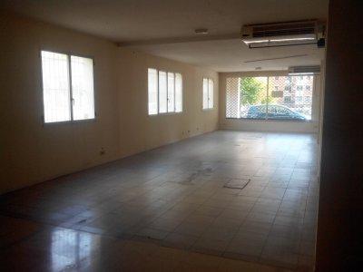 Local de 240 m2 con 2 accesos