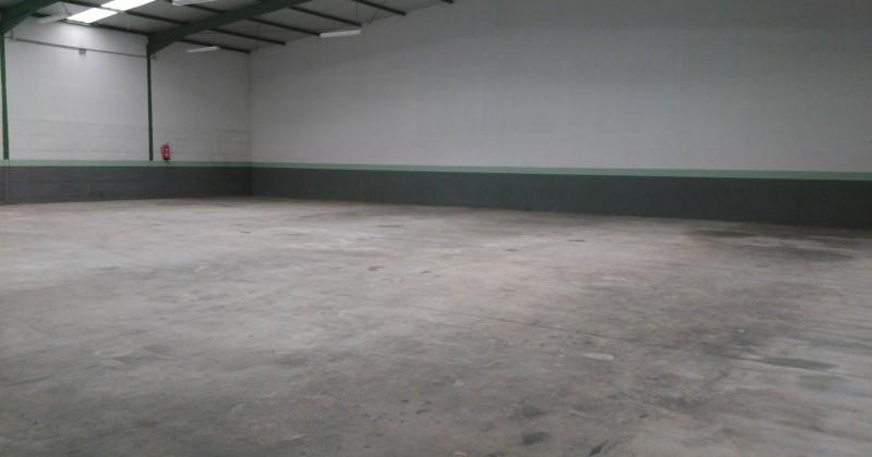 Nave de 750 m2 con oficinas y parking de 250
