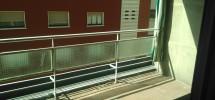 Terraza orientada al sur y ubicada encima de la avenida navarra