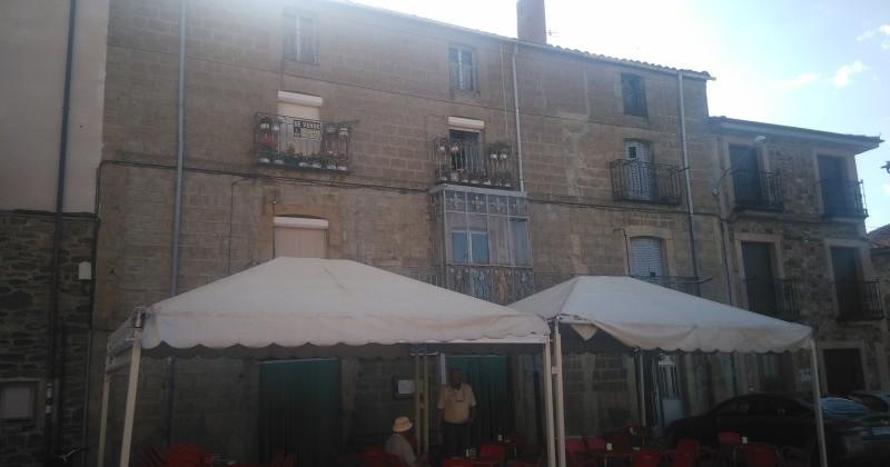 Casa negocio de mas de 500 m2., Bar en Almarza