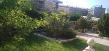 Extraordinario pareado con magnifico jardín