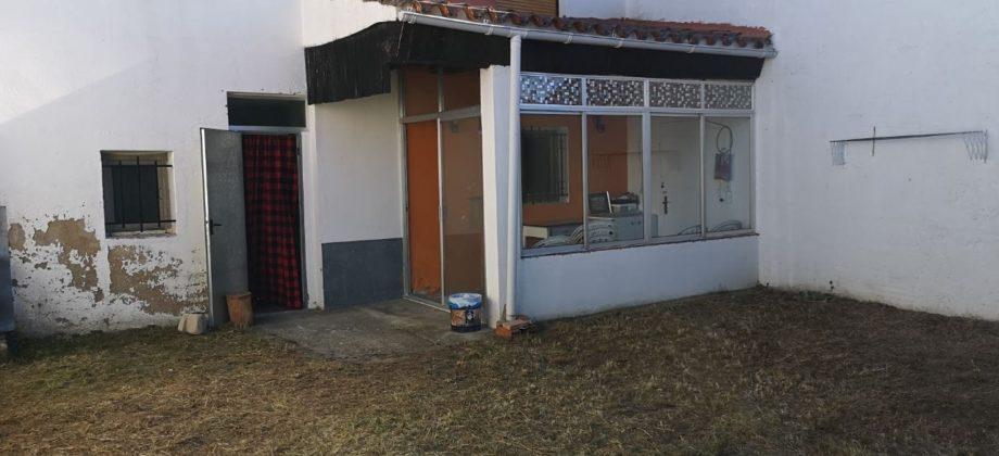 Casa con jardín a 18 km (Los Llamosos)